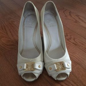 Tory Burch  White And Gold Platform Shose Size:8.